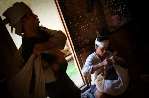 Zakri (L) dan Sarip (R) prepare for journey. They use traditional cloth to make backpack.