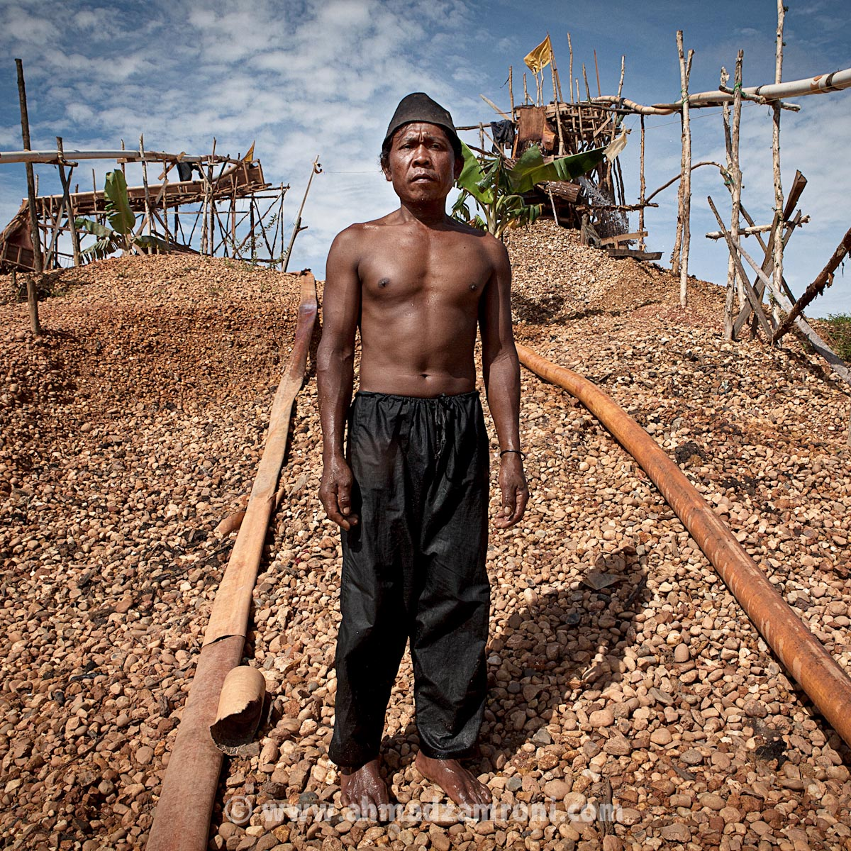 Samsul, 48 yo work as traditional miner for 15 years.